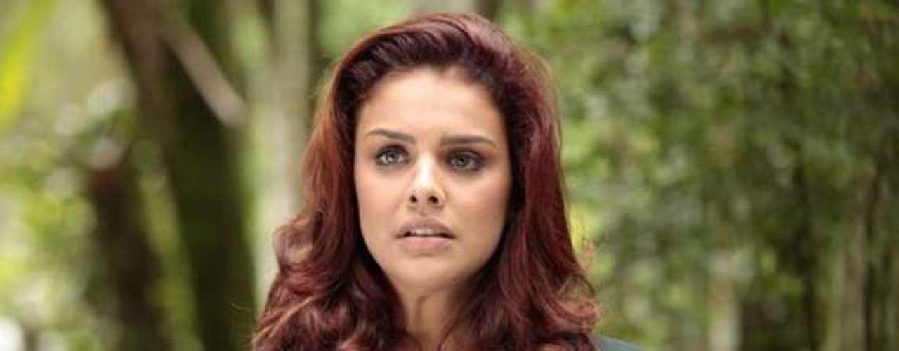 Rosângela (Paloma Bernardi) vai descobrir que Lívia (Claudia Raia) é a chefe da máfia do tráfico de pessoas