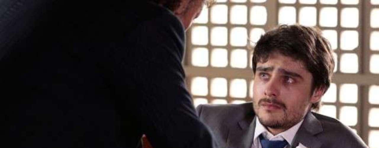 Laerte (Guilherme Leicam) confirma as acusações contra ele