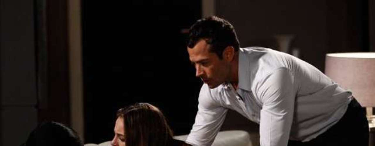 Paloma (Paolla Oliveira) briga com Félix (Mateus Solano) ao descobrir que ele foi o mandante do sequestro de Paulinha (Klara Castanho)