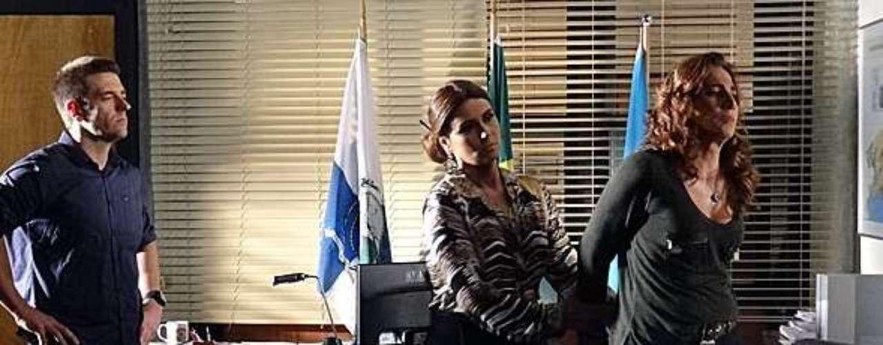 Wanda (Totia Meirelles) vai presa após contar os detalhes sobre a adoção de Aisha (Dani Moreno) e o tráfico de bebês