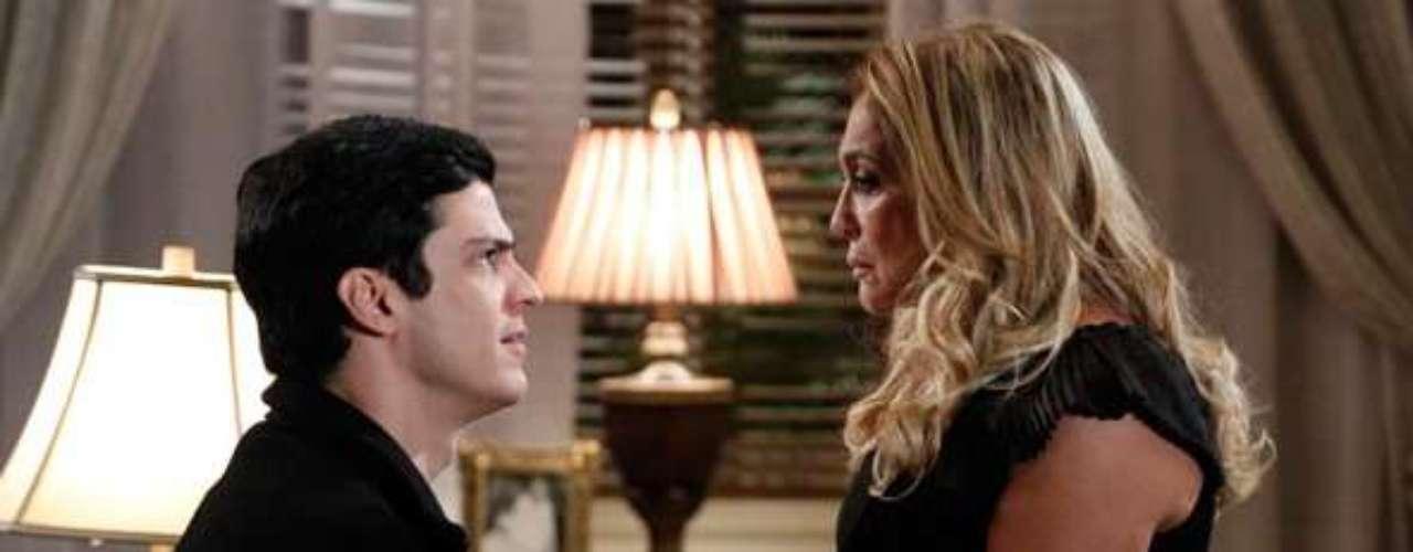 Pilar (Susana Vieira) promete tirar o hospital de César (Antonio Fagundes)