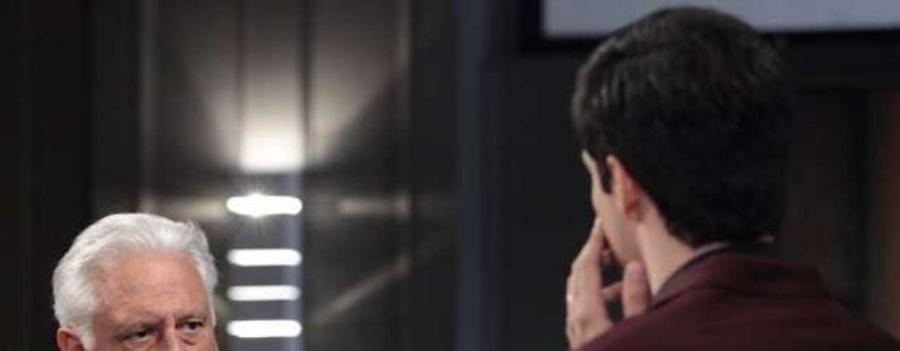 César (Antonio Fagundes) comprova que Félix (Mateus Solano) superfaturou contratos de fornecedores do Hospital San Magno e discute com ele. O pai dá um tapa na cara do filho e o demite do cargo de administrador da empresa
