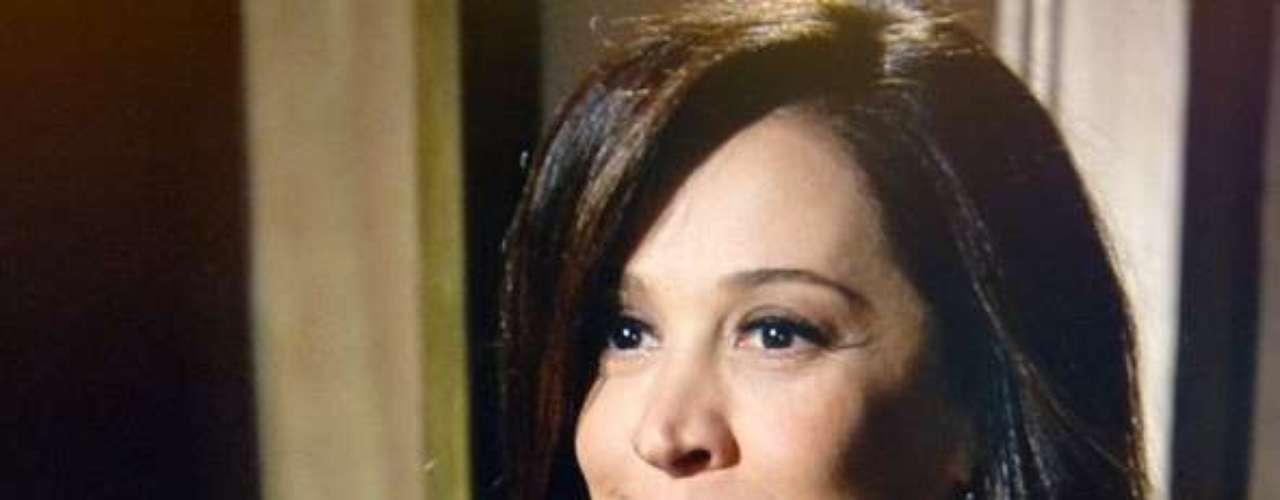 Lívia (Claudia Raia) ordena que seus capangas atirem em Morena (Nanda Costa) assim que ela aparecer