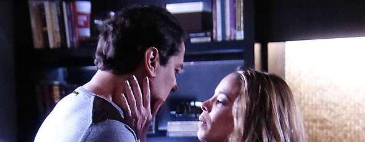 Amarilys (Danielle Winits) diz que Eron (Marcello Antony) pode ser feliz ao lado dela e de Fabrício
