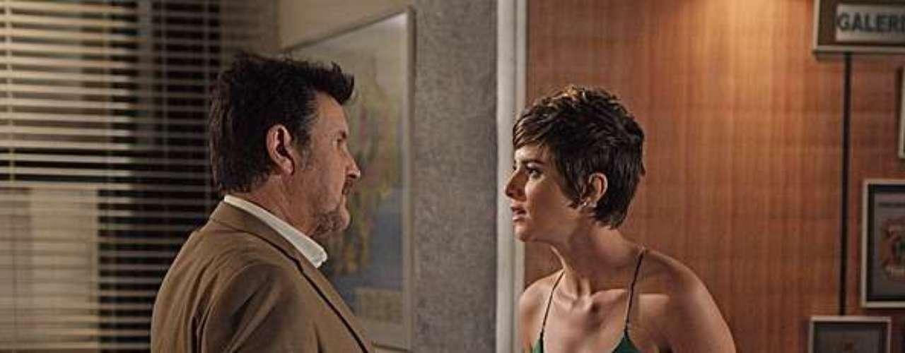 Aisha (Dani Moreno) descobre que em sua certidão consta que Wanda (Totia Meirelles) é sua mãe e, ao saber que a bandida está detida, resolve pagar a fiança dela