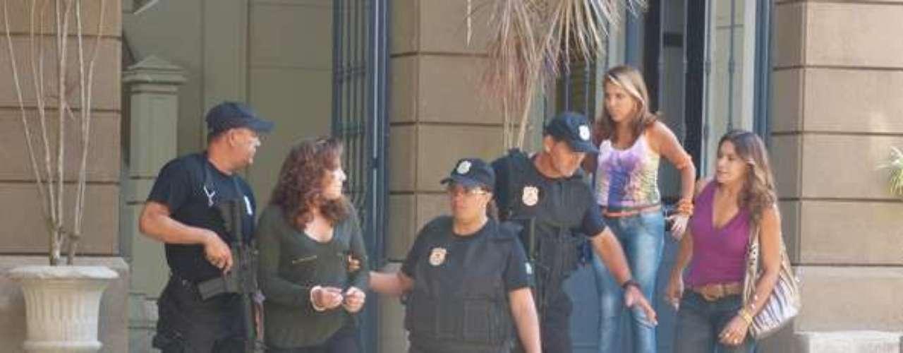Wanda (Totia Meirelles) é levada para um presídio após confessar o tráfico de Aisha (Dani Moreno), e Lucimar (Dira Paes) aparece para humilhá-la