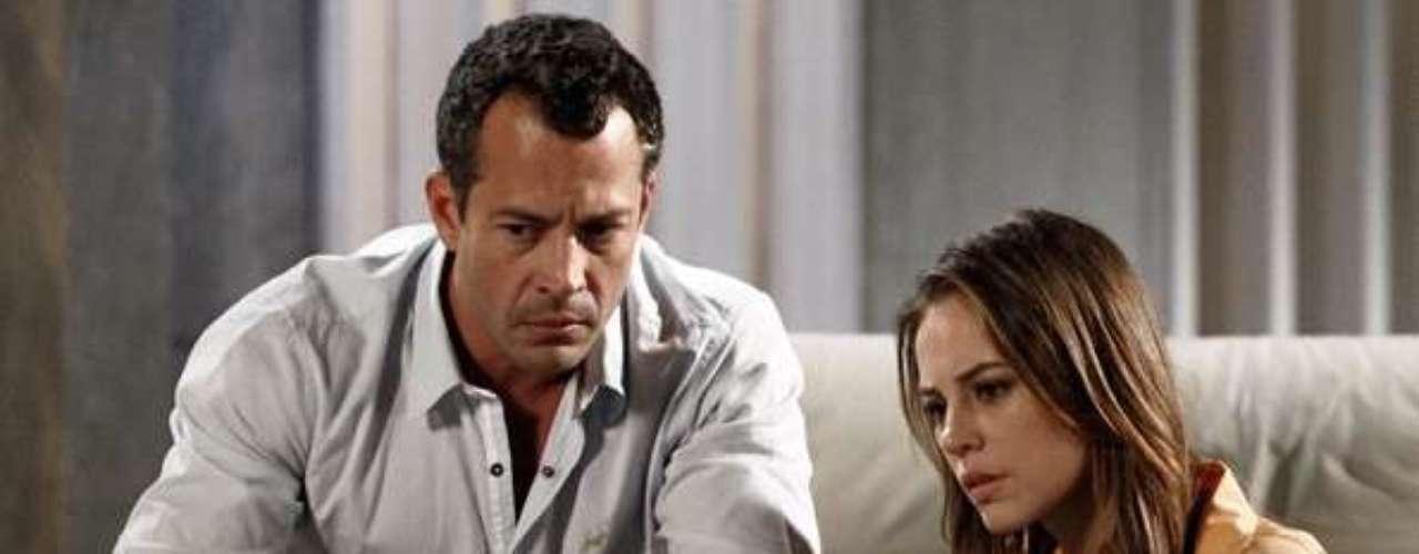 Paloma (Paolla Oliveira) assiste ao vídeo deixado pela mãe biológica e pede perdão a Bruno (Malvino Salvador)