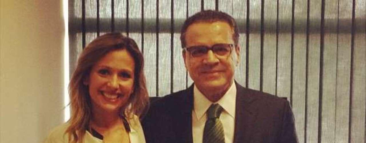 29 de outubro -Apresentadora Luisa Mell divulgou no Facebook foto de sua reunião com o presidente da Câmara, Henrique Alves (dir.), em que pediu a instalação de CPI para investigar o Instituto Royal