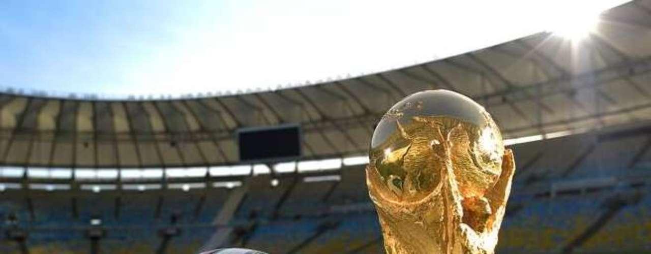 Maracanã foi utilizado como cenário em algumas imagens de divulgação da bola