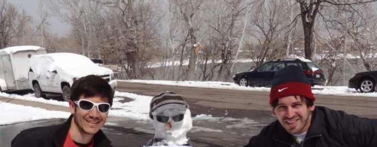 'Eu sou um boneco de neve e Feliciano não me representa', diz o cartaz criado por dois jovens em um local não identificado