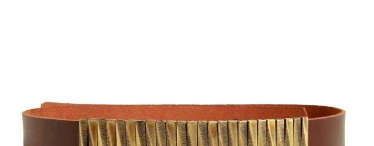 Cinto com detalhe dourado Sacada, R$ 268, Tel. 11 3081-1618