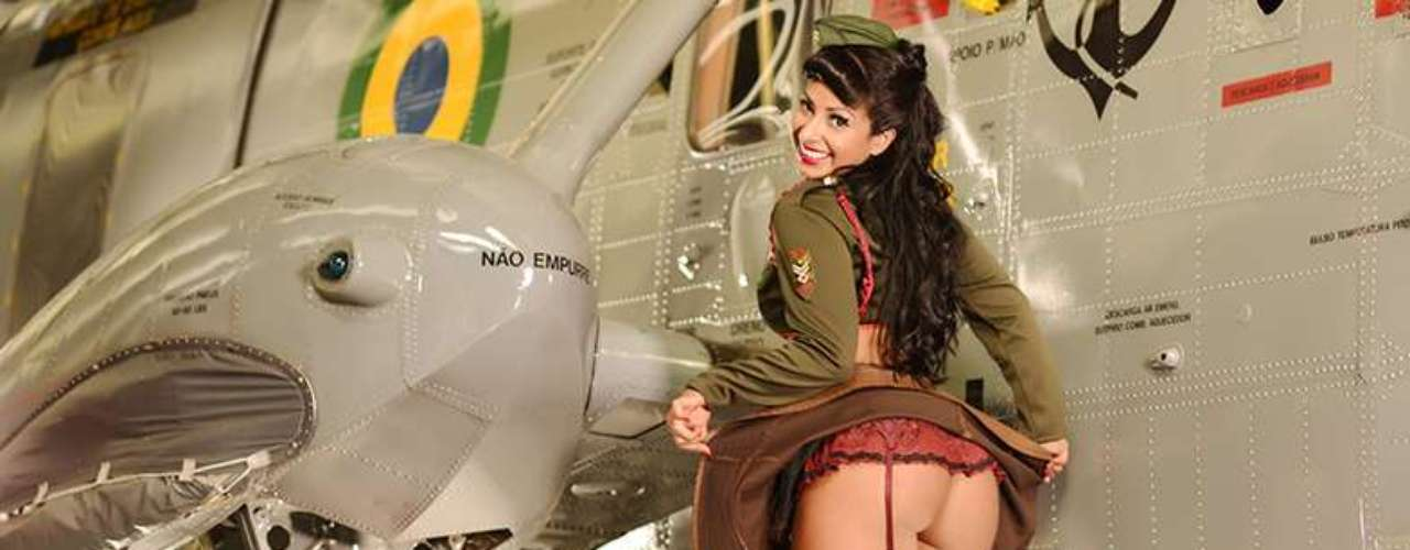 As fotos foram feitas no Museu da companhia aérea TAM, em São Carlos, em meio aos aviões antigos
