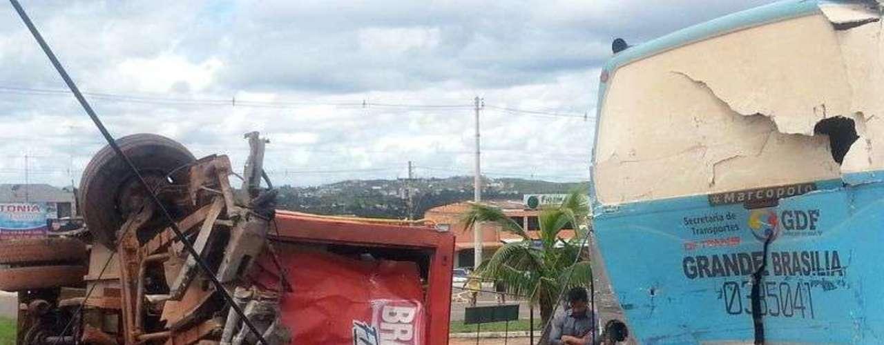Pelo menos quatro pessoas morreram na manhã desta quarta-feira em São Sebastião, no Distrito Federal