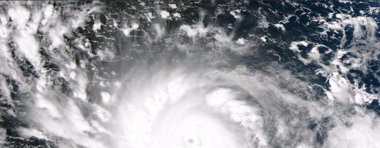 7 de novembro -Imagem capturada pelo satélite Suomi NPP. Depois do registro, o tufão se intensificou ainda mais