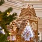 Casa de Natal comestível tem 10 mil biscoitos e 500kg de mel