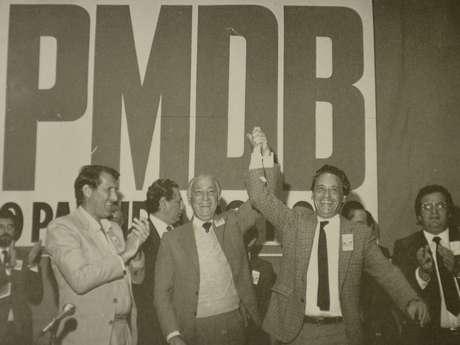 Franco Montoro (centro), Orestes Quéria (esq.) e Fernando Henrique Cardoso (dir.), em evento do PMDB. Os dois primeiros foram governador e vice nas primeiras eleições diretas em 1982 Foto: Reprodução