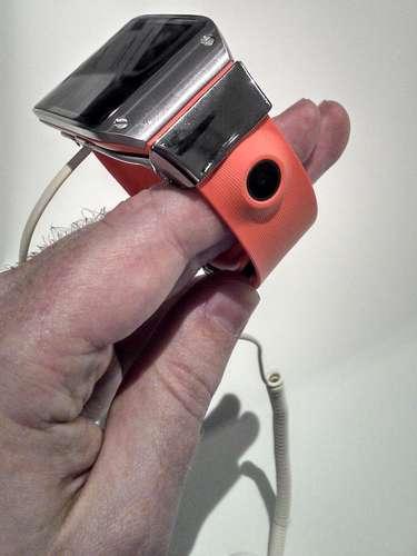 relógio Galaxy Gear tem uma câmera de 1.9 megapixel na pulseira