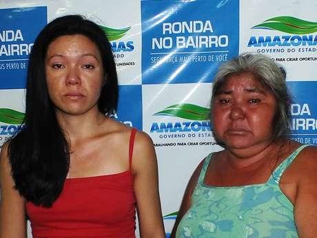Uma mulher e seus dois filhos, entre eles uma estudante de Medicina, foram presos na manhã desta sexta-feira no bairro Cidade Nova, na zona norte de Manaus, suspeitos de tráfico de drogas Foto: Polícia Civil / Divulgação