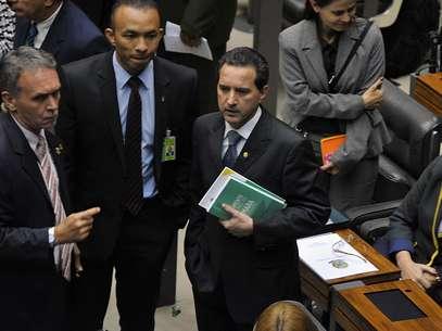 Donadon veste terno para comparecer a Plenário Foto: Luis Macedo / Agência Câmara