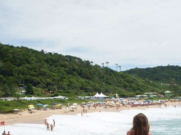 http://p2.trrsf.com/image/fget/cf/67/51/images.terra.com/2014/02/07/praiadopinhosantacatarina.jpg