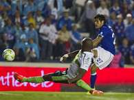 Javier Orozco scores the scores the opener for Cruz Azul as they defeated Santos 2-1 and booked a spot in the Liga MX finals.  Photo: AP in English