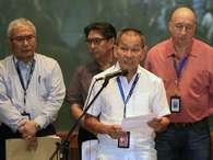 Ahmad Jauhari Yahyain, chefe-executivo do Grupo Malaysian Airlines, confirma a perda de contato com o Boeing 777-200 Foto: AP