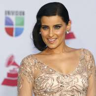 Las bellas celebridades no podían faltar a la alfombra verde del Latin Grammy 2012, entre ellas la cantante Nelly Furtado, quien lució radiante en su entrada al evento, realizado en el Mandalay Bay Events Center de Las Vegas, Nevada. Foto: STEVE MARCUS / REUTERS