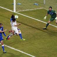 Italy holds off Japan to advance in Confederations Cup (photos). Photo: IVAN ALVARADO / REUTERS