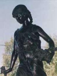 """Escultura llamada """"una niña con trenzas"""", sustraída el 27 de abril de 2009. Foto: PDI"""