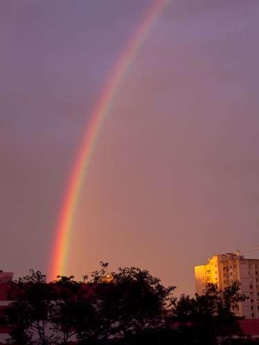 13 de dezembro - Caxias do Sul, na serra gaúcha, teve um belo arco-íris durante o por-do-sol