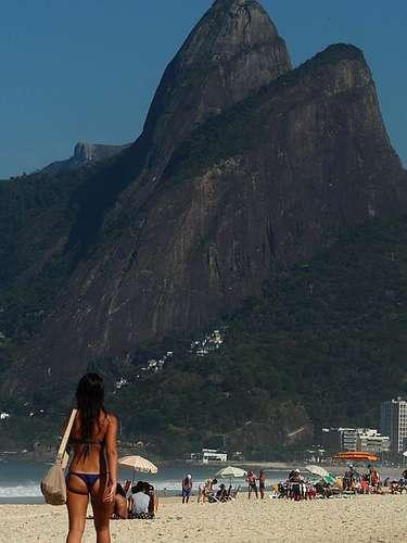 8 de agosto - Praias da zona sul carioca tiveram movimento o dia todo