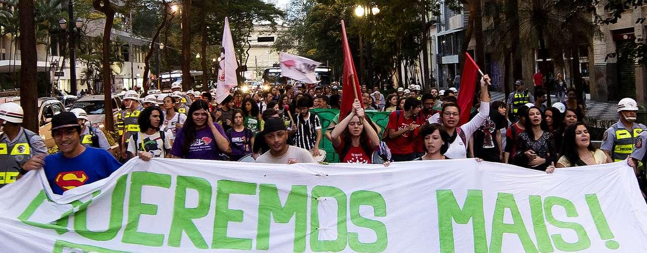 22 de agosto -Manifestantes e membros do Movimento Passe Livre fazem ato por melhorias no transporte público em São Paulo