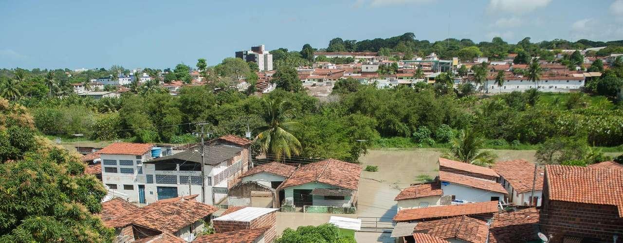 4 de setembro - Enchente causada após transbordamento do rio Jaguaribeinvade casas no bairro de Miramar, em João Pessoa