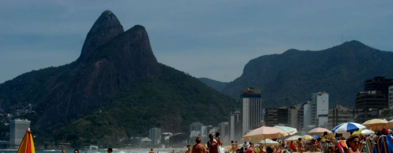 21 de setembro - Com calor de 37ºC no Rio, banhistas aproveitam praia de Ipanema