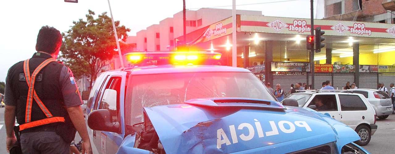 31 de outubro -Homens armados tentaram resgatar um traficante que estava no Fórum para uma audiência. Eles trocaram tiros com PMs que faziam a segurança do local