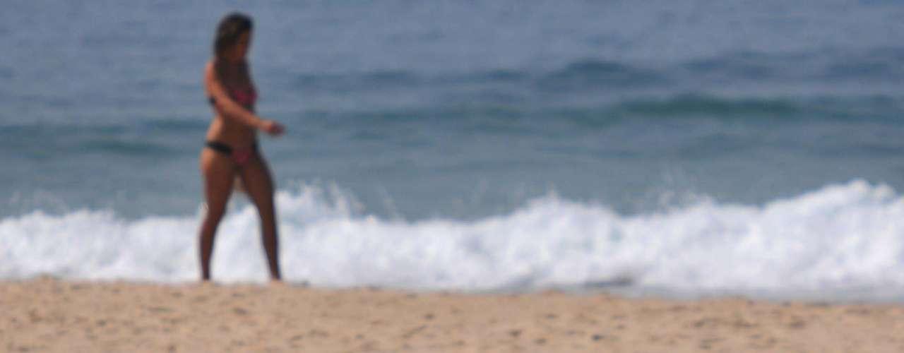 14 de outubro - Temperatura chegou aos 36ºC no Rio, levando banhistas à praia de Ipanema
