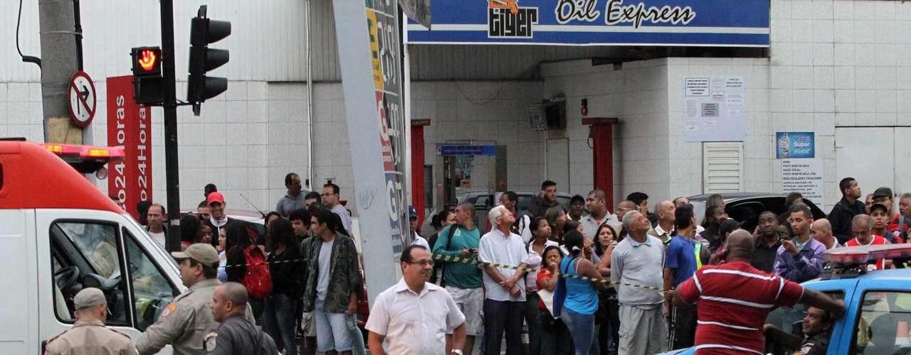 31 de outubro -O Centro de Operações da prefeitura informou que o cruzamento das ruas Francisco Real e Silva Cardoso estavam interditados