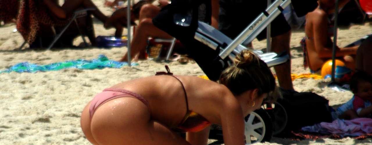 20 de outubro - Calor levou banhistas à praia neste domingo no Rio de Janeiro