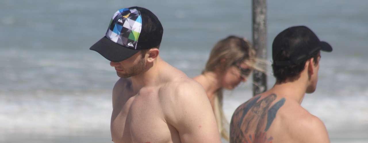 20 de outubro - O sol e o calor levaram muitos banhistas ao litoral de Santa Catarina