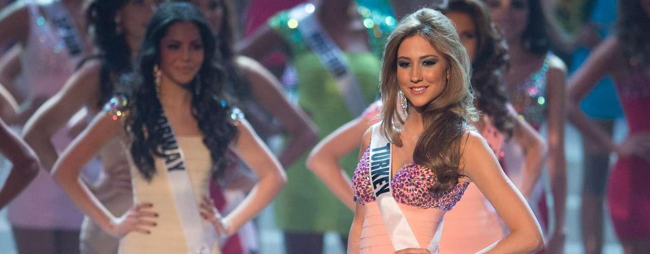 Cagil Ozge Özkul, Miss Turquia, foi uma das 16 selecionadas para o desfile de trajes de banho. O Miss Universo 2012 foi realizado no Planet Hollywood Resort e Casino, em Las Vegas, Estados Unidos, nesta quinta-feira (19)