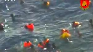 Vídeo mostra resgate de migrantes no mar de Malta Video: