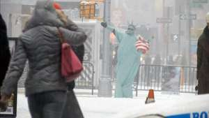 Neve volta a causar transtornos em NY e Washington Video: