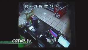 Câmeras flagram ação de assaltante em posto de combustíveis Video: