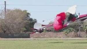Imagem mostra momento em que avião se choca com paraquedista Video: