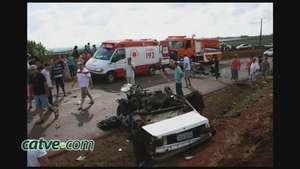 Motorista de carro morre em acidente envolvendo ônibus na PR 180 Video: