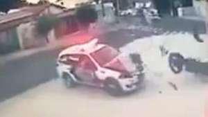 Campinas: Policiais atropelam bandidos que fugiam em motocicleta Video: