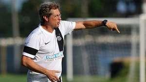 Oswaldo de Oliveira vê amadurecimento no jovem time do Santos Video: