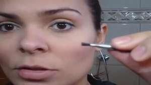 Tutorial Correção de Sobrancelhas com Sombra por Paula Gil P E Video:
