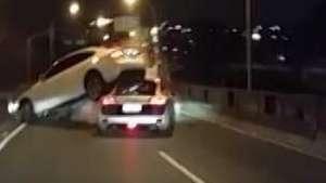 Acidente envolve dois carros de luxo no PR Video: