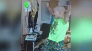 Após 23 dias de quimioterapia, menino festeja ida para casa Video: